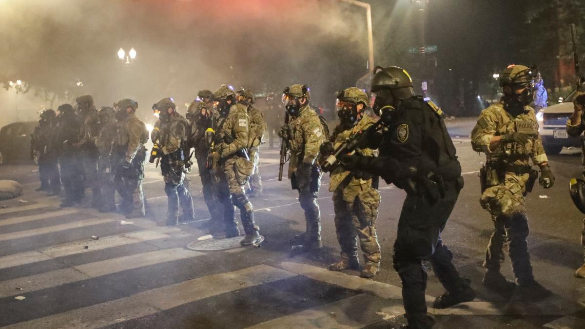 USA: Proteste eskalieren - Milizen, Brandstifter und tödliche Schüsse