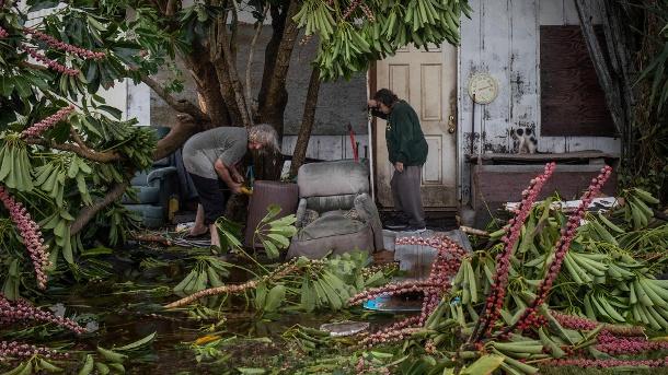 Paar klare Trümmer aus zerstörten Häusern nach dem Hurrikan Hanna in Port Mansfield, Texas (Quelle: Reuters)
