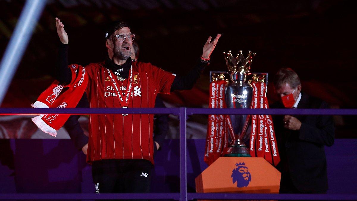 Erst Spektakel, dann Krönung: Klopp bringt Meisterpokal nach Liverpool