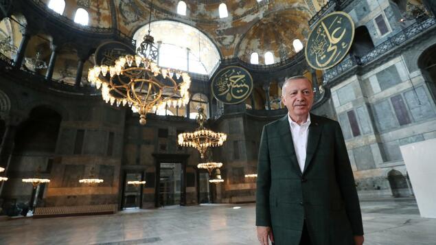 """Erstes Freitagsgebet in der Hagia Sophia: Die türkische Regierungspresse feiert Erdogans """"Doppelschlag"""" für die Westpolitik"""