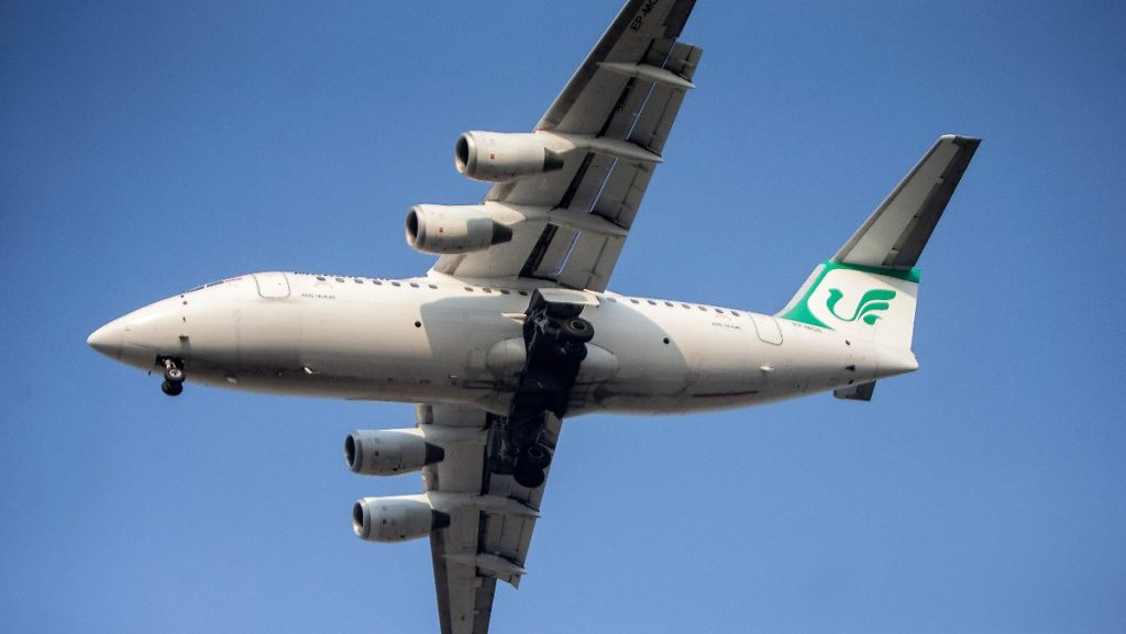 Iran vermutet Erzfeinde: Kampfflugzeuge nähern sich Passagierflugzeugen
