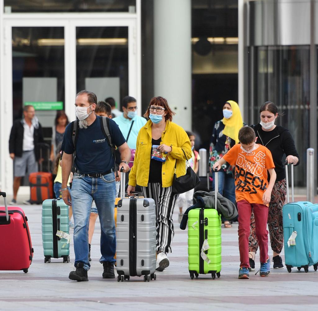 Ab nächsten Montag sollten alle Reisenden aus Risikogebieten nach ihrer Einreise auf das Coronavirus getestet werden können