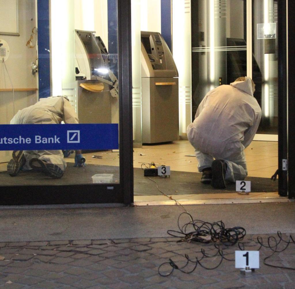 Beweissicherung in Ahrensburg nach der Sprengung von Geldautomaten