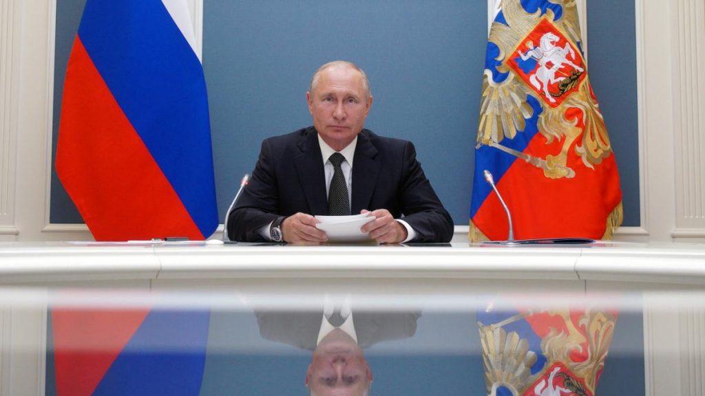 Wladimir Putin gibt die Genehmigung der weltweit ersten Koronaimpfung bekannt