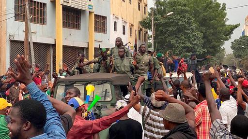 Meuterei und Proteste: Malis Präsident von Soldaten verhaftet